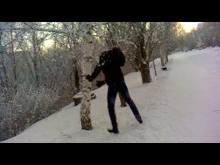 снег кружится :D